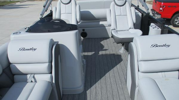 2021 Bentley boat for sale, model of the boat is Elite 223 Swingback Full Tube & Image # 11 of 60