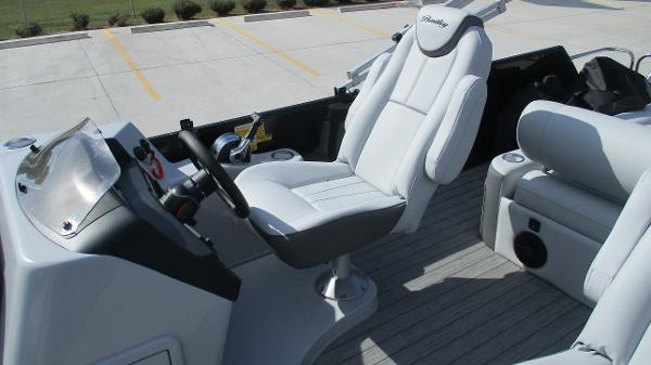 2021 Bentley boat for sale, model of the boat is Elite 223 Swingback Full Tube & Image # 13 of 60