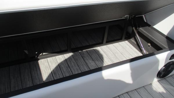 2021 Bentley boat for sale, model of the boat is Elite 223 Swingback Full Tube & Image # 22 of 60