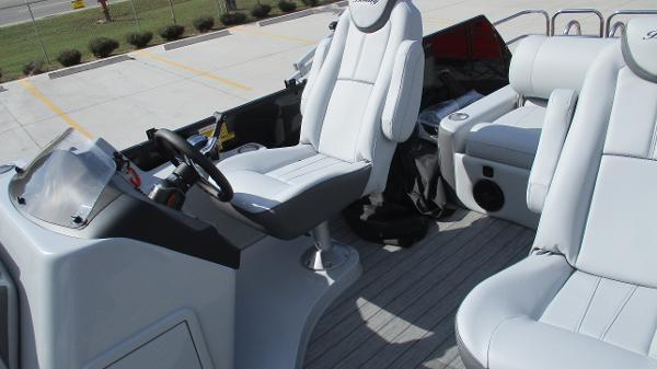 2021 Bentley boat for sale, model of the boat is Elite 223 Swingback Full Tube & Image # 26 of 60