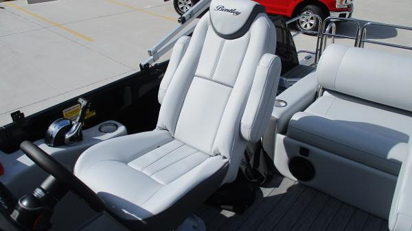 2021 Bentley boat for sale, model of the boat is Elite 223 Swingback Full Tube & Image # 27 of 60