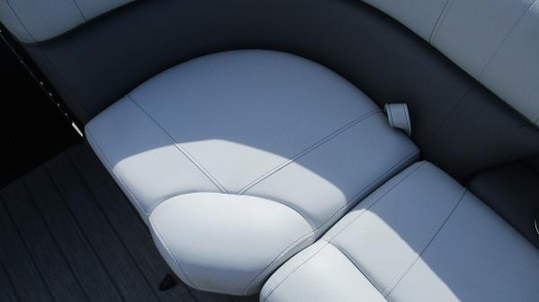 2021 Bentley boat for sale, model of the boat is Elite 223 Swingback Full Tube & Image # 43 of 60