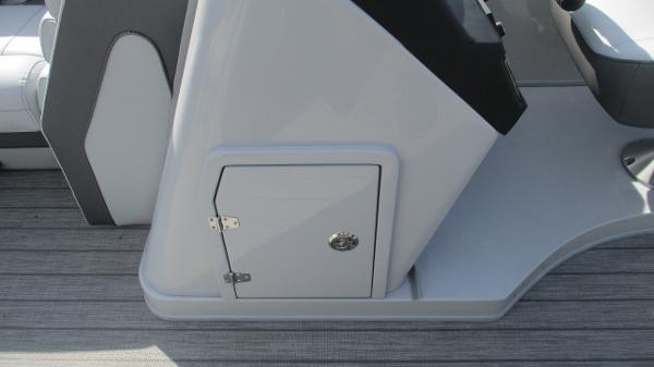 2021 Bentley boat for sale, model of the boat is Elite 223 Swingback Full Tube & Image # 51 of 60