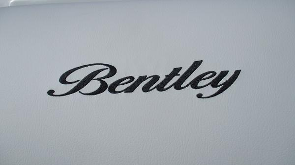 2021 Bentley boat for sale, model of the boat is Elite 223 Swingback Full Tube & Image # 53 of 60