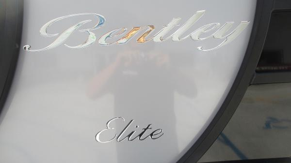 2021 Bentley boat for sale, model of the boat is Elite 223 Swingback Full Tube & Image # 55 of 60