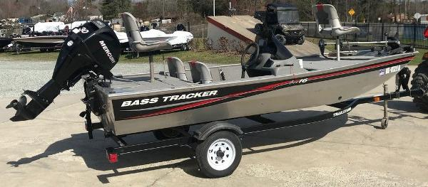 2010 Tracker Boats boat for sale, model of the boat is Pro 16 & Image # 3 of 12