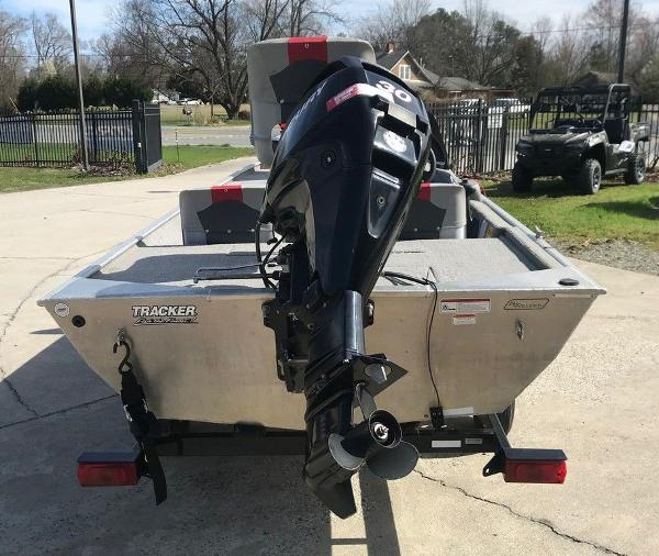 2010 Tracker Boats boat for sale, model of the boat is Pro 16 & Image # 4 of 12