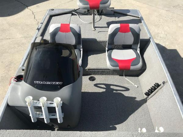 2010 Tracker Boats boat for sale, model of the boat is Pro 16 & Image # 7 of 12