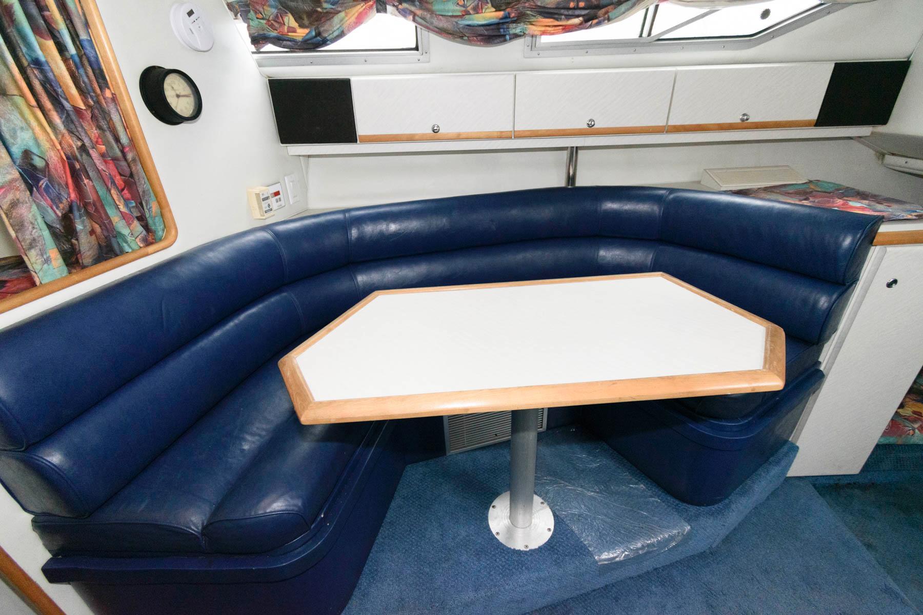 M 5887 KB Knot 10 Yacht Sales
