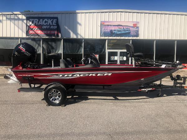 2021 Tracker Boats boat for sale, model of the boat is Pro Team 195 TXW Tournament Edition & Image # 4 of 33