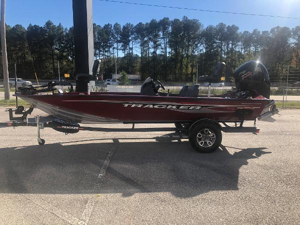 2021 Tracker Boats boat for sale, model of the boat is Pro Team 195 TXW Tournament Edition & Image # 7 of 33