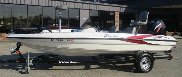 2008 Triton boat for sale, model of the boat is 17 Explorer & Image # 1 of 12