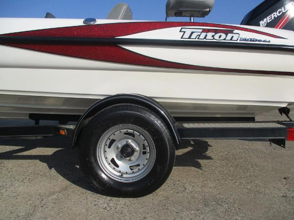 2008 Triton boat for sale, model of the boat is 17 Explorer & Image # 5 of 12