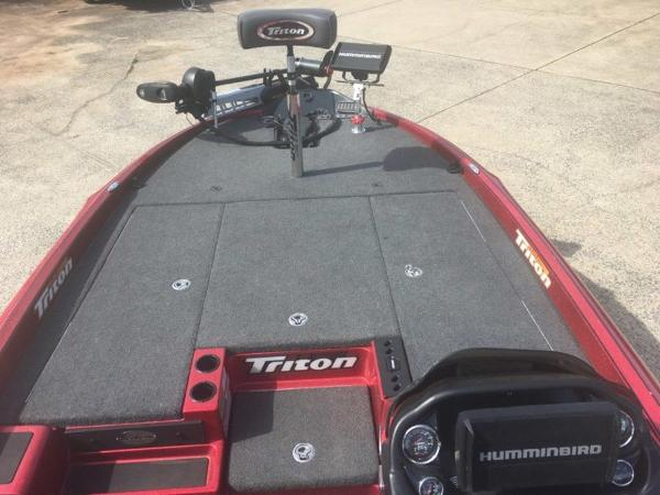 2018 Triton boat for sale, model of the boat is 21 TRX & Image # 6 of 10
