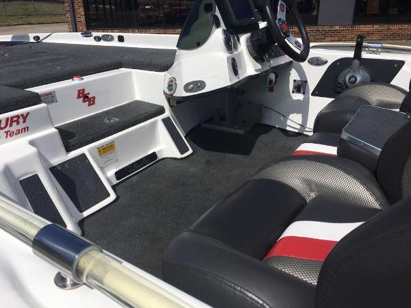 2015 Bass Cat Boats boat for sale, model of the boat is Cougar FTD & Image # 6 of 10