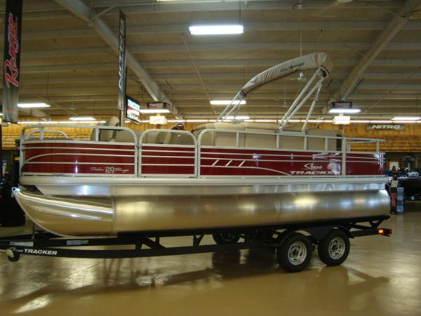 2020 Sun Tracker boat for sale, model of the boat is FISHIN' BARGE® 20 DLX & Image # 1 of 26