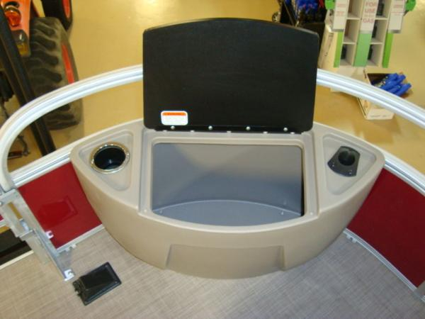 2020 Sun Tracker boat for sale, model of the boat is FISHIN' BARGE® 20 DLX & Image # 3 of 26