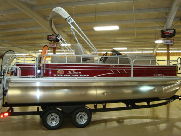 2020 Sun Tracker boat for sale, model of the boat is FISHIN' BARGE® 20 DLX & Image # 5 of 26