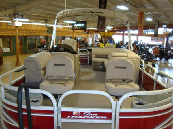 2020 Sun Tracker boat for sale, model of the boat is FISHIN' BARGE® 20 DLX & Image # 8 of 26