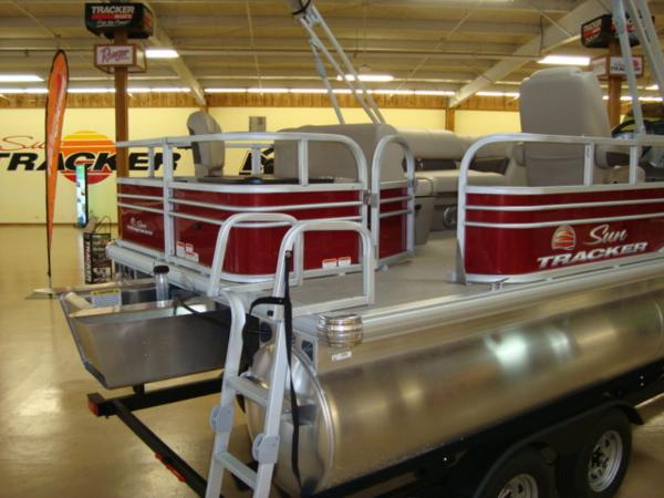 2020 Sun Tracker boat for sale, model of the boat is FISHIN' BARGE® 20 DLX & Image # 9 of 26