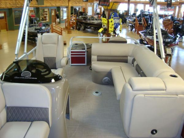 2020 Sun Tracker boat for sale, model of the boat is FISHIN' BARGE® 20 DLX & Image # 10 of 26