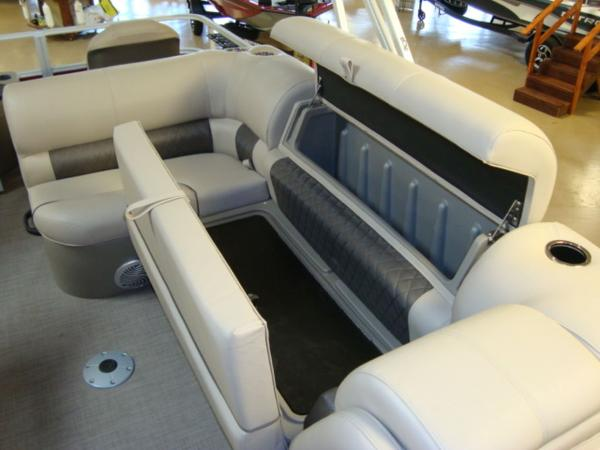 2020 Sun Tracker boat for sale, model of the boat is FISHIN' BARGE® 20 DLX & Image # 15 of 26