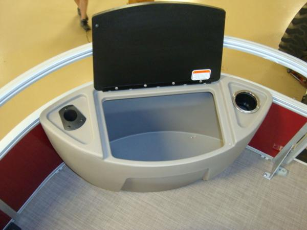 2020 Sun Tracker boat for sale, model of the boat is FISHIN' BARGE® 20 DLX & Image # 16 of 26