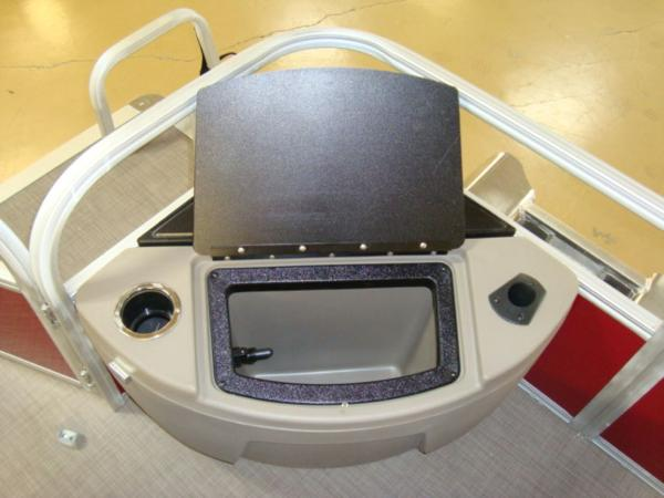 2020 Sun Tracker boat for sale, model of the boat is FISHIN' BARGE® 20 DLX & Image # 18 of 26