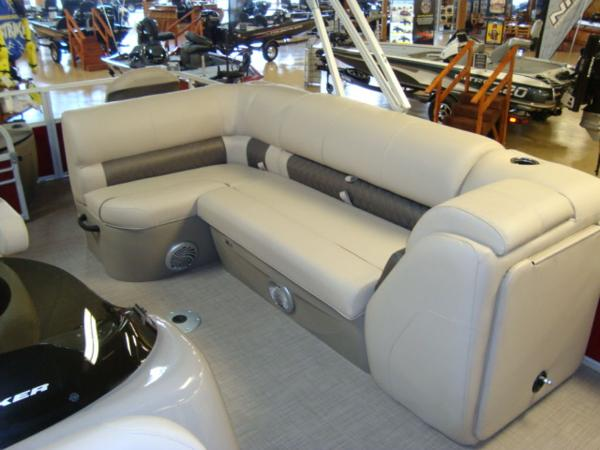 2020 Sun Tracker boat for sale, model of the boat is FISHIN' BARGE® 20 DLX & Image # 20 of 26