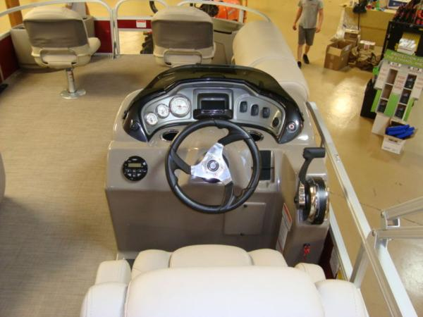 2020 Sun Tracker boat for sale, model of the boat is FISHIN' BARGE® 20 DLX & Image # 22 of 26