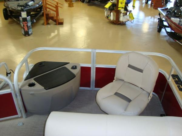 2020 Sun Tracker boat for sale, model of the boat is FISHIN' BARGE® 20 DLX & Image # 23 of 26
