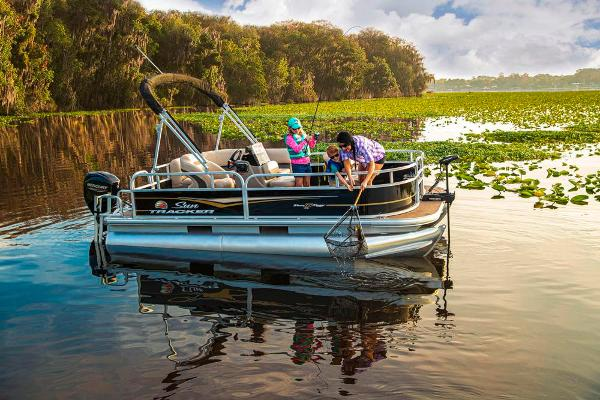 2021 Sun Tracker boat for sale, model of the boat is BASS BUGGY 16 XL SELECT & Image # 5 of 87