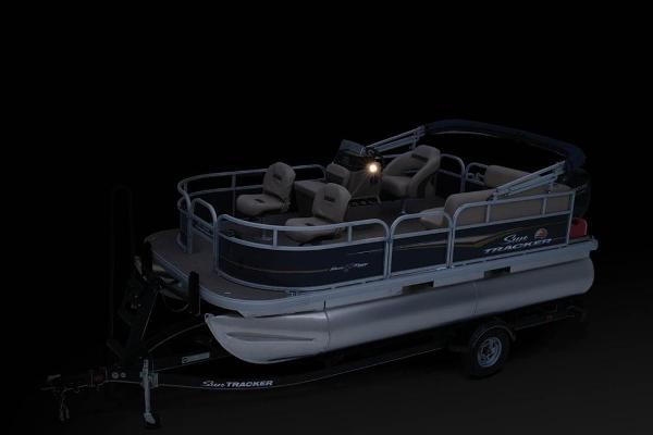 2021 Sun Tracker boat for sale, model of the boat is BASS BUGGY 16 XL SELECT & Image # 16 of 87