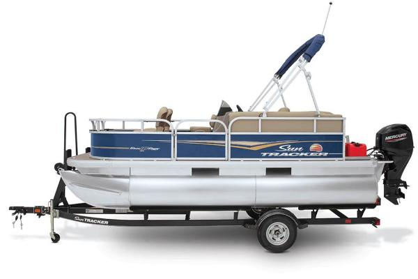 2021 Sun Tracker boat for sale, model of the boat is BASS BUGGY 16 XL SELECT & Image # 22 of 87