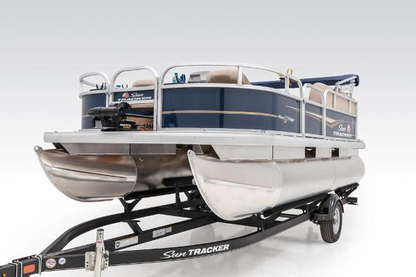 2021 Sun Tracker boat for sale, model of the boat is BASS BUGGY 16 XL SELECT & Image # 39 of 87