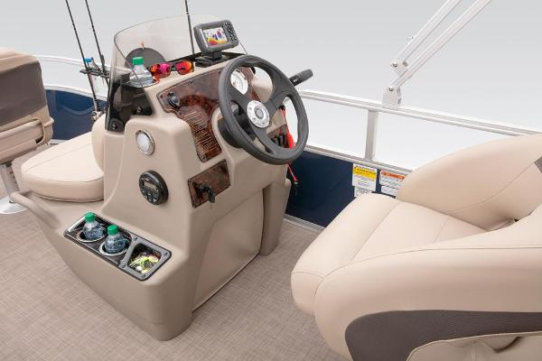2021 Sun Tracker boat for sale, model of the boat is BASS BUGGY 16 XL SELECT & Image # 48 of 87