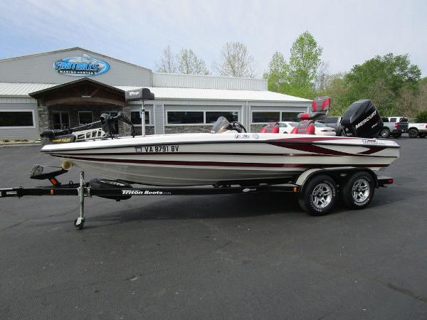 2011 Triton boat for sale, model of the boat is 19SE & Image # 2 of 49