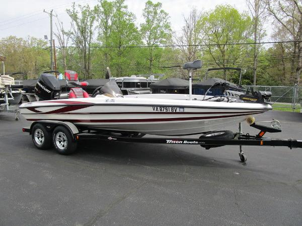 2011 Triton boat for sale, model of the boat is 19SE & Image # 7 of 49