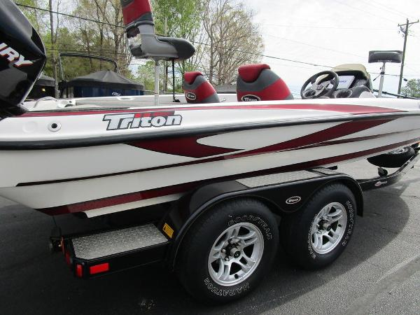 2011 Triton boat for sale, model of the boat is 19SE & Image # 8 of 49