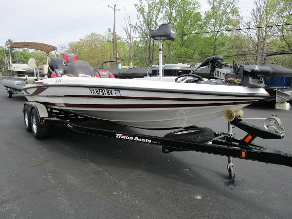 2011 Triton boat for sale, model of the boat is 19SE & Image # 19 of 49