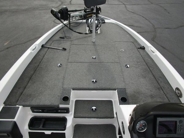 2011 Triton boat for sale, model of the boat is 19SE & Image # 20 of 49