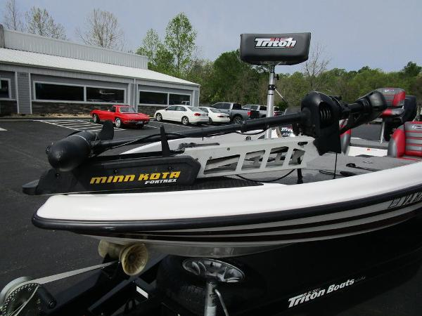 2011 Triton boat for sale, model of the boat is 19SE & Image # 22 of 49