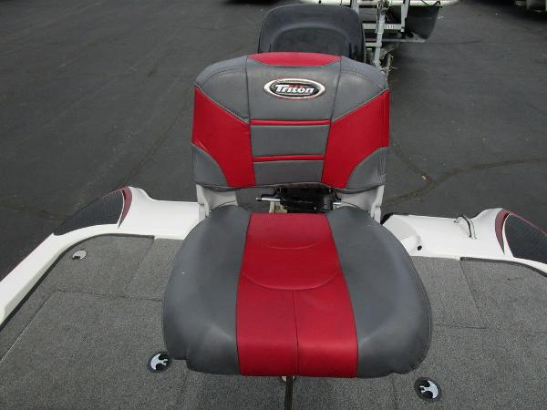 2011 Triton boat for sale, model of the boat is 19SE & Image # 34 of 49