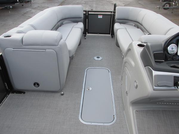 2021 Regency boat for sale, model of the boat is 230 DL3 & Image # 9 of 31