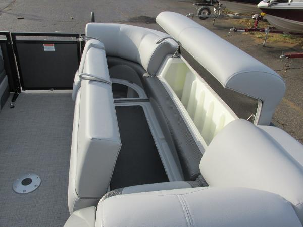 2021 Regency boat for sale, model of the boat is 230 DL3 & Image # 13 of 31