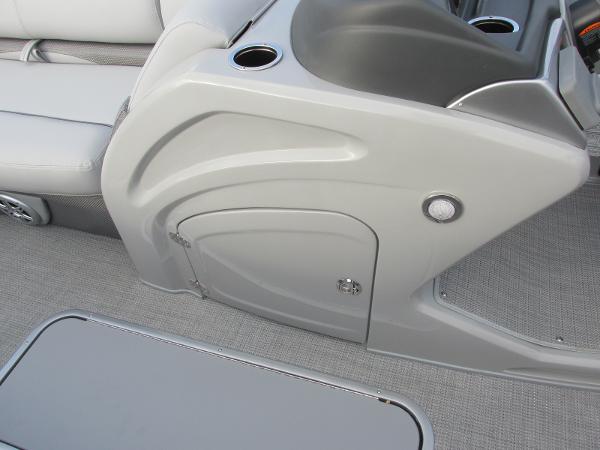 2021 Regency boat for sale, model of the boat is 230 DL3 & Image # 15 of 31