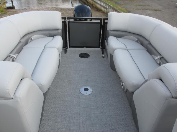 2021 Regency boat for sale, model of the boat is 230 DL3 & Image # 17 of 31