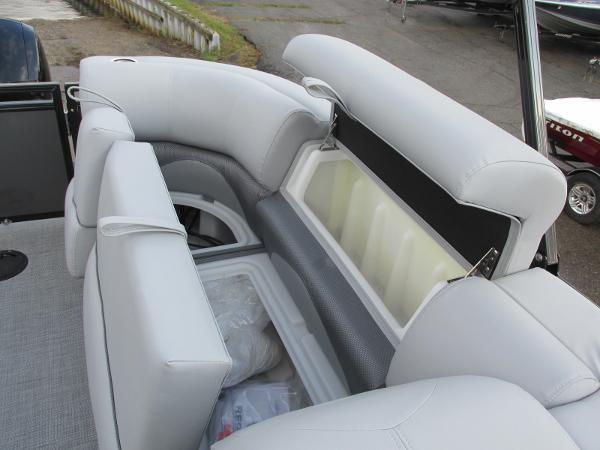 2021 Regency boat for sale, model of the boat is 230 DL3 & Image # 18 of 31