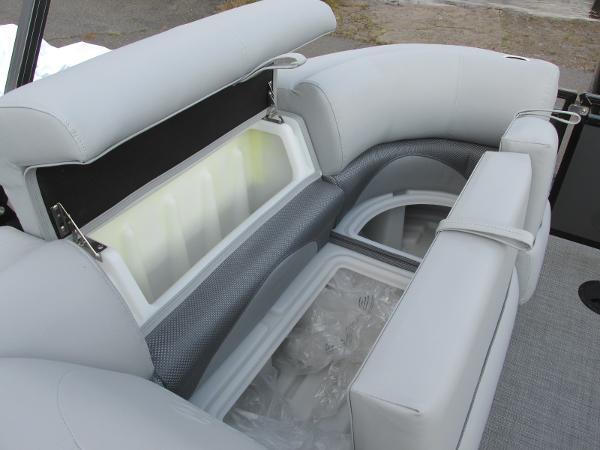2021 Regency boat for sale, model of the boat is 230 DL3 & Image # 19 of 31