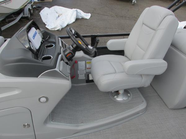 2021 Regency boat for sale, model of the boat is 230 DL3 & Image # 22 of 31
